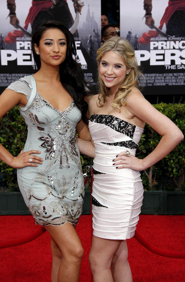 Shay Mitchell i Ashley Benson zdjęcia royalty free