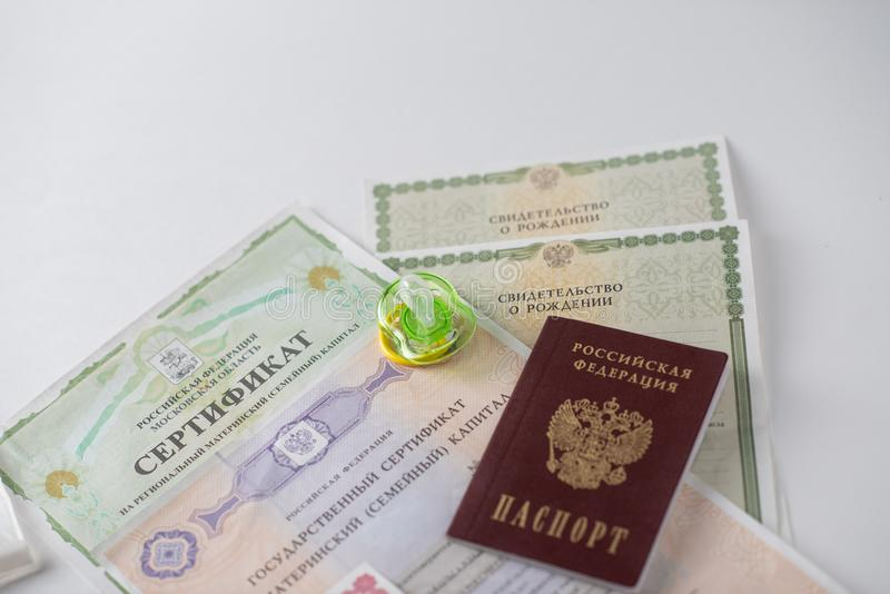 Shchelkovo, Rússia - 27,03,2019: documentos do capital de maternidade foto de stock royalty free