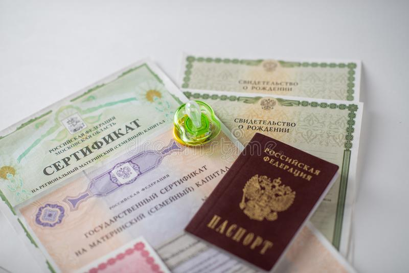 Shchelkovo, Rússia - 27,03,2019: documentos do capital de maternidade imagens de stock