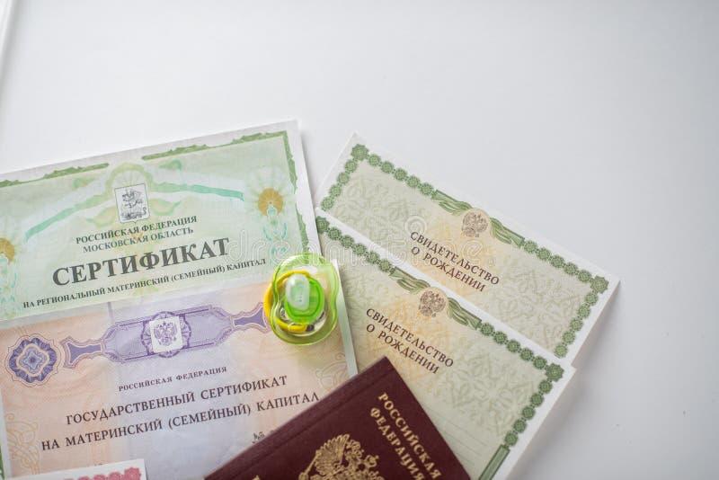 Shchelkovo, Rússia - 27,03,2019: documentos do capital de maternidade imagem de stock royalty free