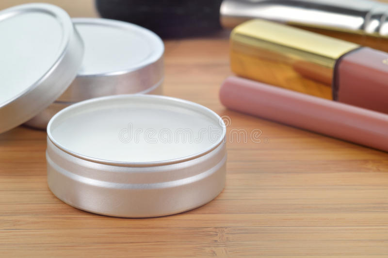 Shea-Butterperfekter Lippenbalsam. lizenzfreie stockfotografie