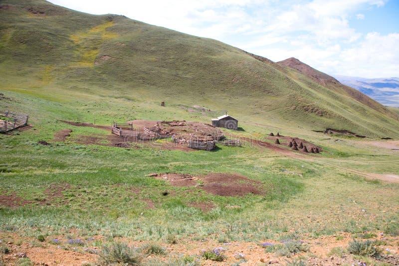 Sheepfold e cabana do pastor imagens de stock