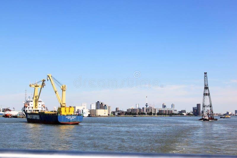 Sheerleg e transporte de flutuação, Rotterdam, Holanda foto de stock royalty free