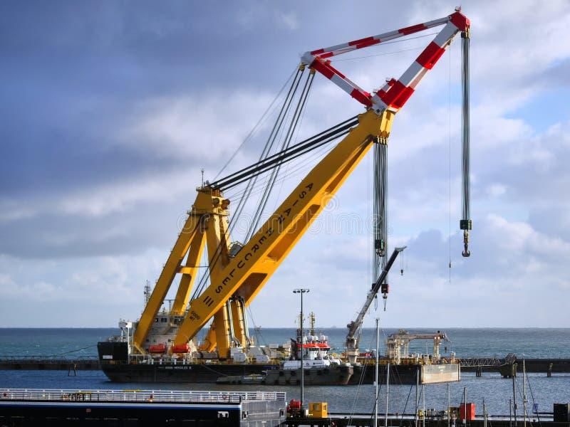 Sheerlegs Dźwigowa barka «azjata Hercules III « obraz stock