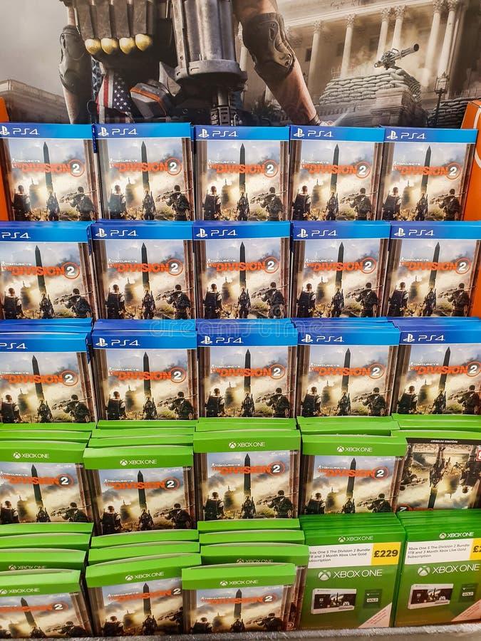SHEFFIELD, GROSSBRITANNIEN - 20. MÄRZ 2019: Abteilung 2 für Verkauf in Tesco für das Xbox One und Playstation 4 lizenzfreie stockbilder