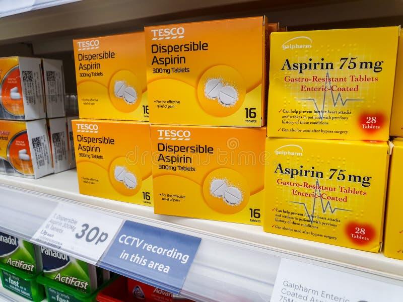 SHEFFIELD, GROSSBRITANNIEN - 20. MÄRZ 2019: Tesco eigene Marke zerstreubare asprin Tabletten lizenzfreie stockfotos