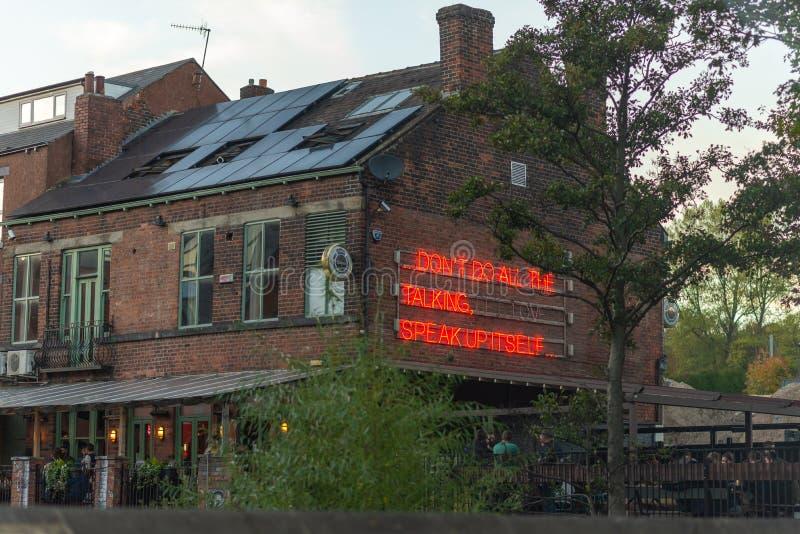 SHEFFIELD, HET UK - 20TH OKTOBER 2018: De Rivieroeverbar in Sheffield in de Herfst royalty-vrije stock foto's