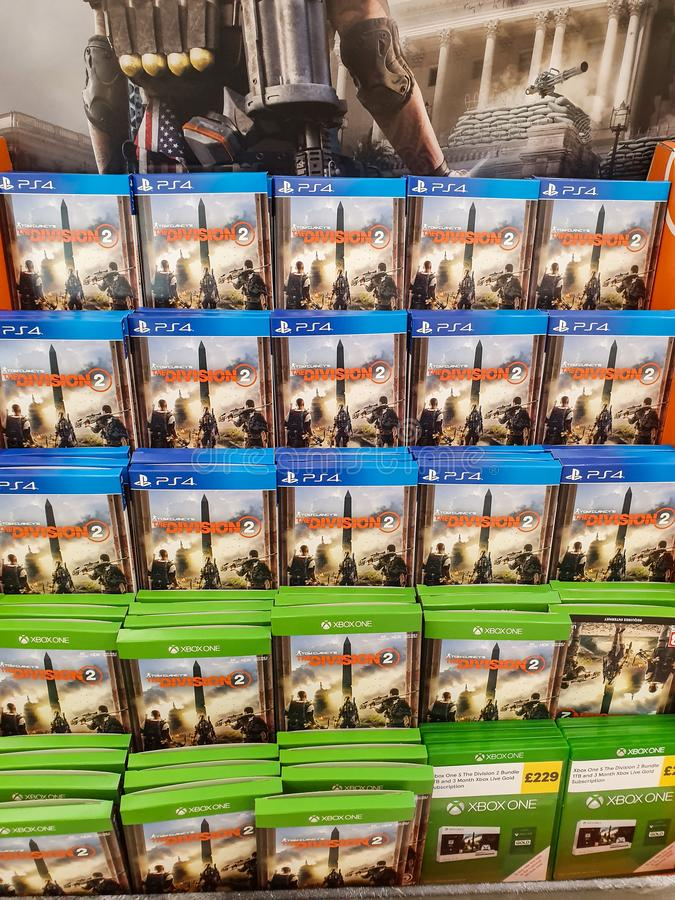 SHEFFIELD, R-U - 20 MARS 2019 : Division 2 en vente à Tesco pour le Xbox One et Playstation 4 images libres de droits