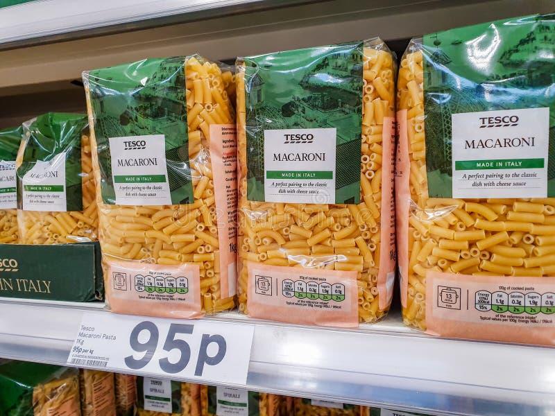 SHEFFIELD, R-U - 20 MARS 2019 : Tesco propres pâtes de macaronis de marque à vendre à Sheffield photo libre de droits