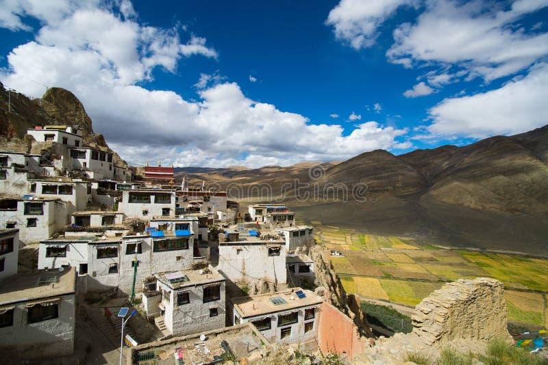 Shegar Dzong (den Chode kloster) i Tingri i Tibet royaltyfria foton