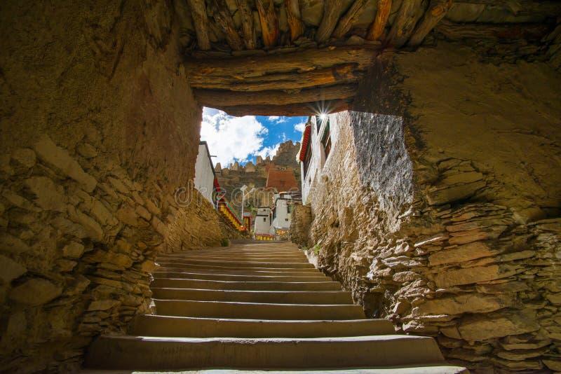 Shegar Dzong (den Chode kloster) i Tingri i Tibet, Kina arkivfoton