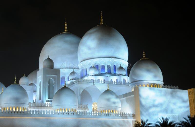 Download Sheikh μουσουλμανικό τέμενος Zayed τη νύχτα Στοκ Εικόνες - εικόνα από λατρεία, ισλαμικός: 13175864