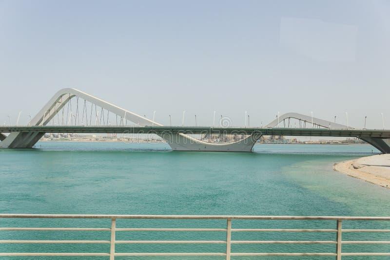 Sheikh Zayed Bridge chez Abu Dhabi, EAU photographie stock libre de droits