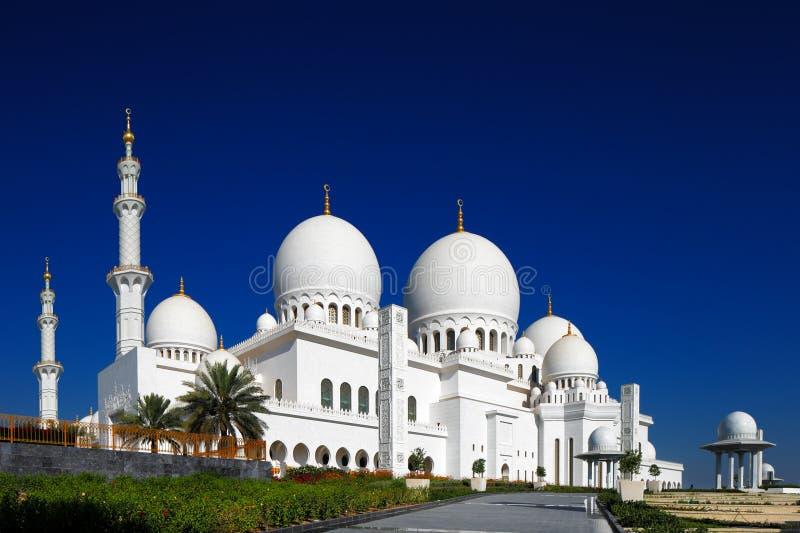 Sheikh Zayed Grand Mosque, Abu Dhabi é o maior nos UAE fotos de stock royalty free