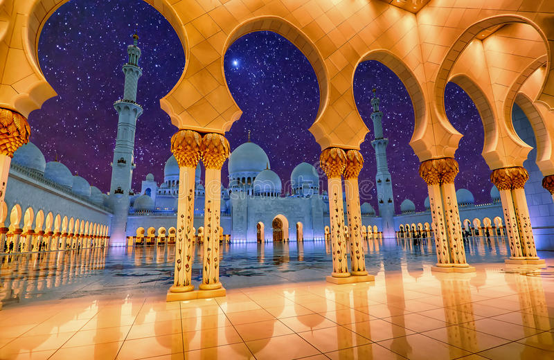 Sheikh Zayed Grand Mosque in Abu Dhabi, de V.A.E bij nacht royalty-vrije stock foto's