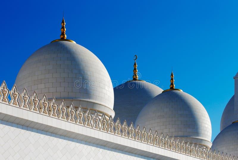 Sheikh Zayed Grand Mosque, Abu Dhabi es el más grande de los UAE imagen de archivo libre de regalías