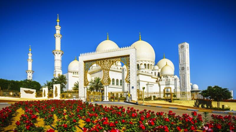 Sheikh Zayed Grand Mosque d'imposizione in Abu Dhabi 16 immagine stock libera da diritti