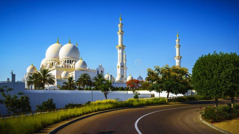 Sheikh Zayed Grand Mosque de imposition en Abu Dhabi 13 photos stock