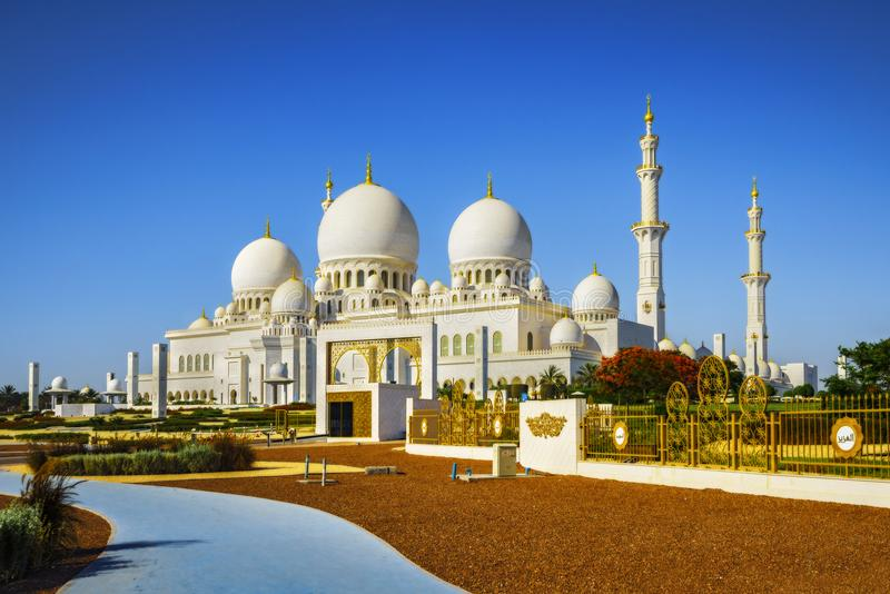 Sheikh Zayed Grand Mosque de imposition en Abu Dhabi 9 photos stock