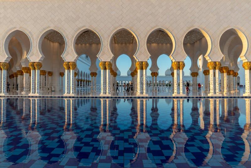 Sheikh Zayed Grand Mosque em Abu Dhabi perto de Dubai, UAE foto de stock royalty free
