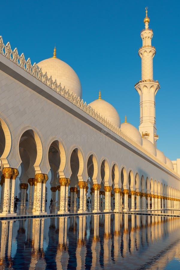Sheikh Zayed Grand Mosque em Abu Dhabi perto de Dubai, UAE imagens de stock