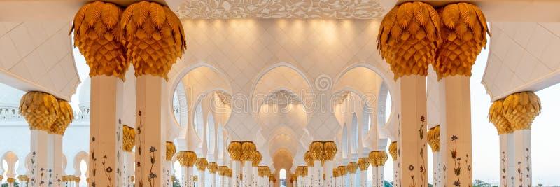 Sheikh Zayed Grand Mosque em Abu Dhabi perto de Dubai, UAE imagem de stock royalty free