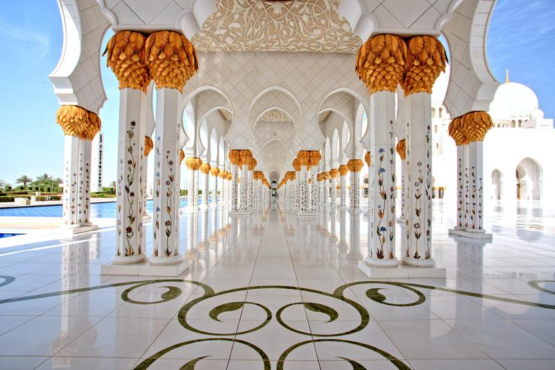Sheikh Zayed Grand Mosque i Abu Dhabi Interior royaltyfria foton