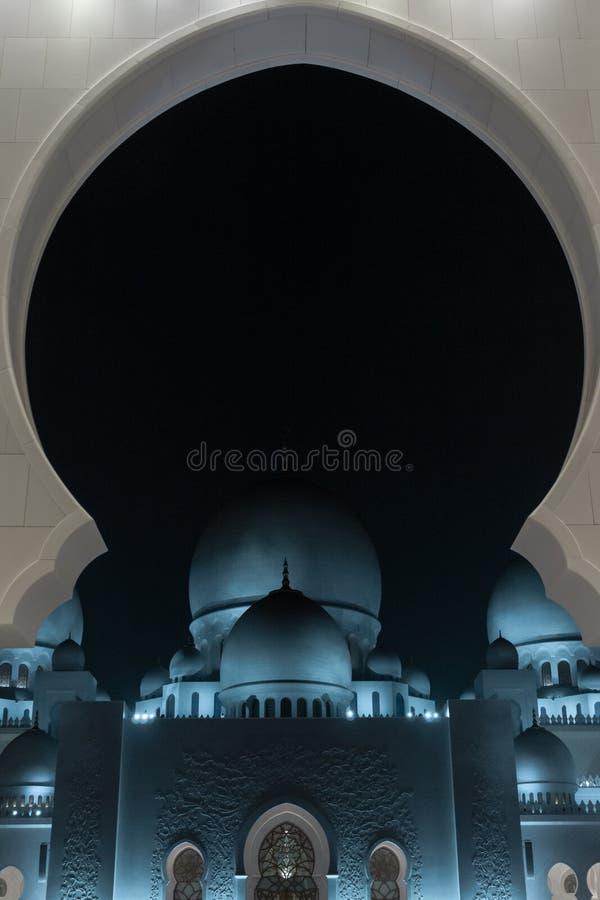 Sheikh Zayed Grand Mosque la nuit, Abu Dhabi, EAU image stock