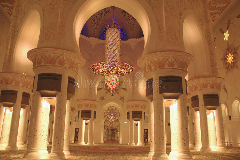 Sheikh Zayed Grand Mosque nach innen stockfoto