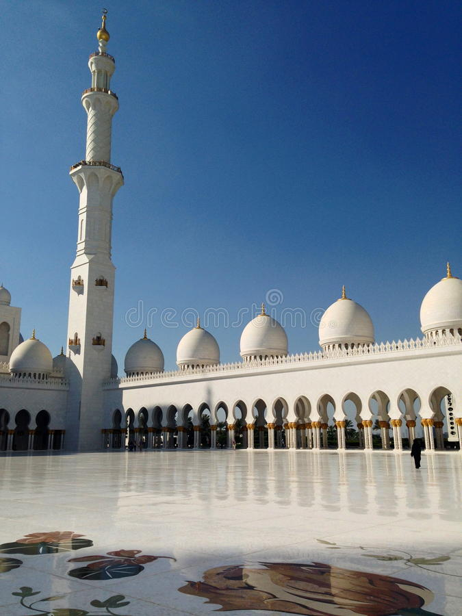 Download Sheikh Zayed Mosque In Abu Dhabi Editorial Stock Photo - Image of middle, column: 39893208