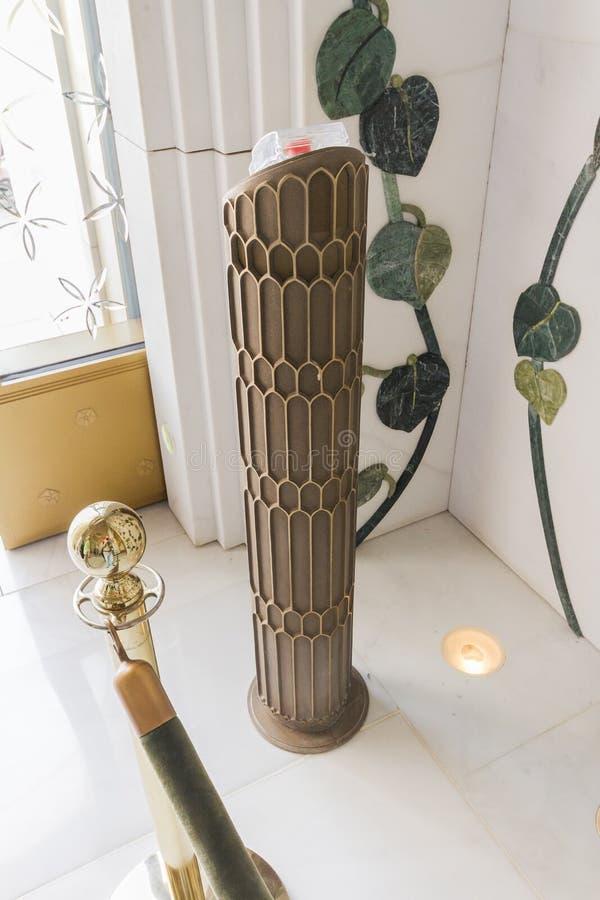 Sheikh Zayed Mosque Fire Alarm Pillar, de Grote Marmeren Grote Moskee in Abu Dhabi, de V.A.E stock foto