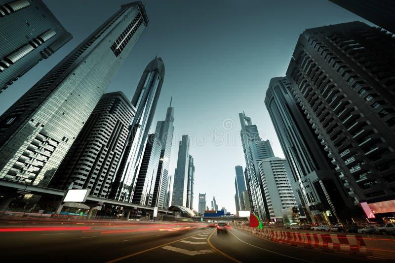 Sheikh Zayed Road in zonsondergangtijd, Doubai stock fotografie