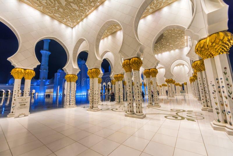 Sheikh Zayed Uroczysty Meczetowy wnętrze przy nocą, Abu Dhabi - UAE fotografia royalty free