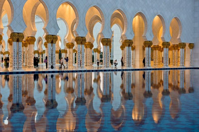Sheikh Zayed White Mosque en Abu Dhabi image libre de droits