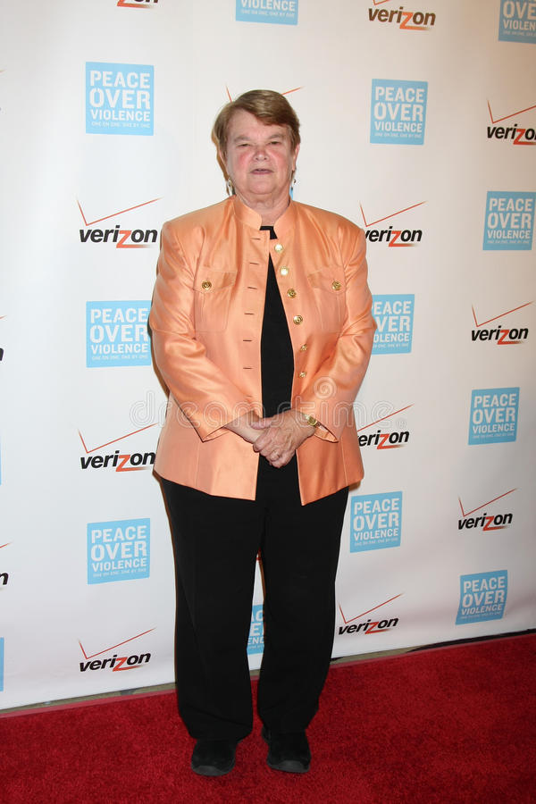 Sheila James Kuehl, das zu dem Frieden über jährlichem Menschenfreund der Gewalttätigkeit-40. kommt, spricht Abendessen zu lizenzfreie stockfotos