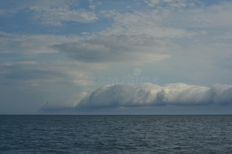 Shelfcloud la nube antes de fuertes vientos imagen de archivo libre de regalías