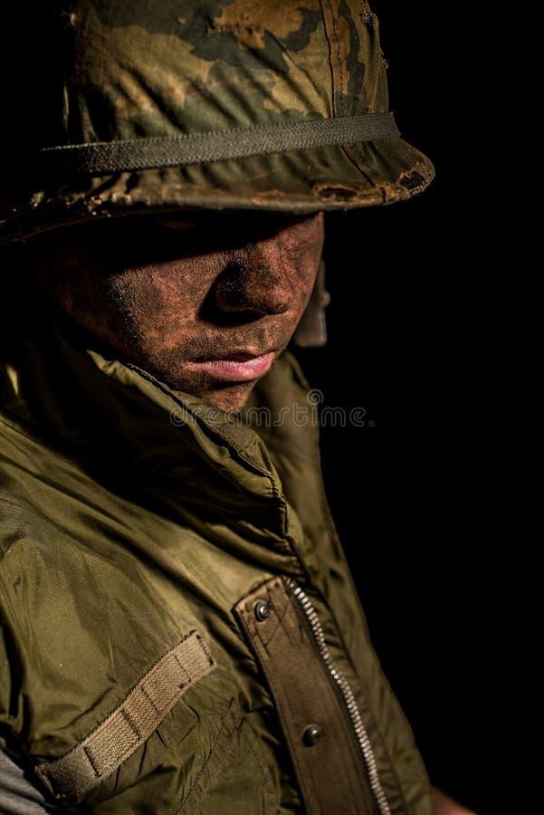 Shell chocó al infante de marina de los E.E.U.U. - guerra de Vietnam fotos de archivo