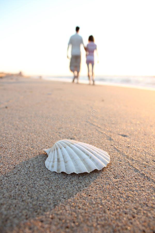 Shell And Couple In Love Royalty Free Stock Images