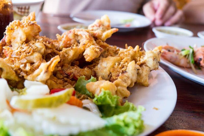 Shell Crab macia com alho friável fotografia de stock