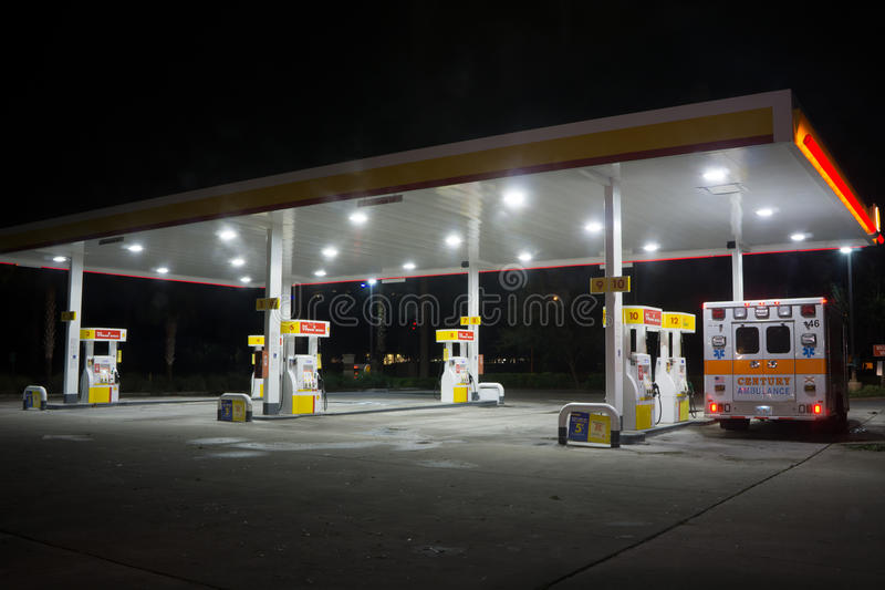 Shell Gas Station la nuit photo libre de droits