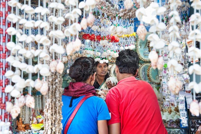 Shell robi zakupy w Mamallapuram zdjęcie royalty free