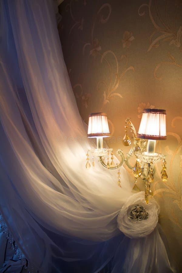 Shell-schaduw voor een lamp De overzeese herinnering met de hand gemaakt van witte cockleshells stelde zich voor verkoop voor toe stock foto