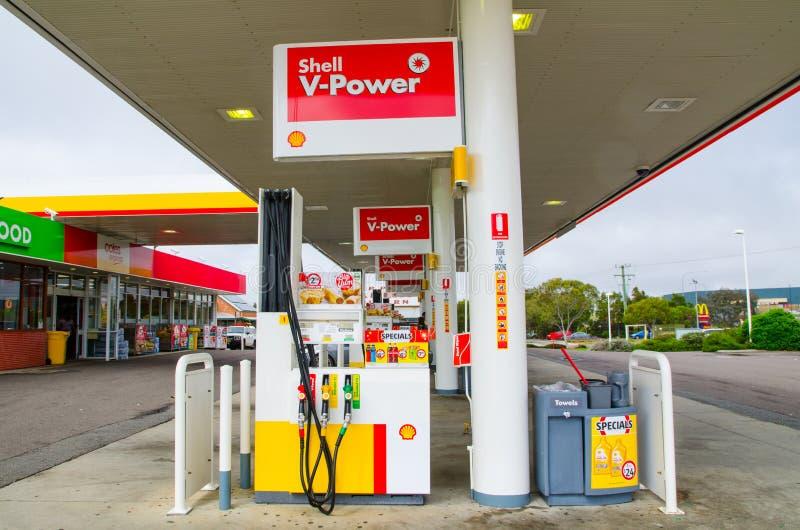 Shell-V-Energietankstelle, das Bild zeigt eine Tanksäule stockfoto