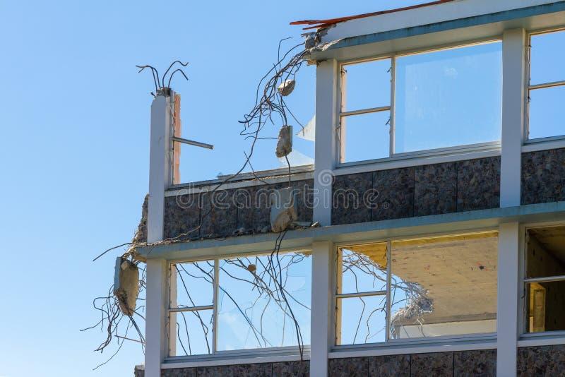 Shell van een oud gebouw die worden vernietigd royalty-vrije stock foto's