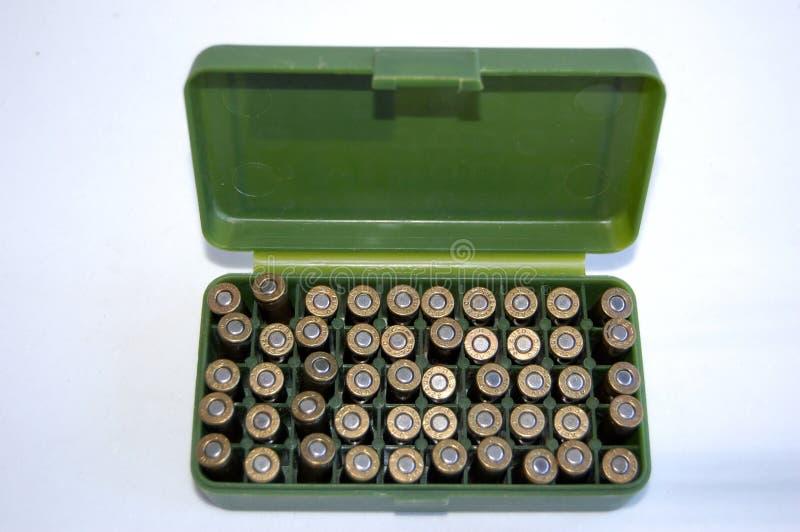 Shelles del arma en rectángulo de la munición imágenes de archivo libres de regalías