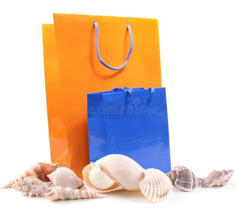 Shelles del mar y bolsos del regalo imagenes de archivo