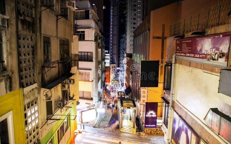 Shelley Street y escalera móvil en la noche, Hong-Kong de los Mediados de-niveles de la central fotos de archivo libres de regalías