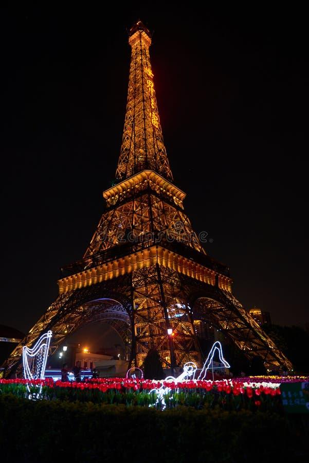 Shen Zhen Windows av världen i Kina på natten royaltyfri bild