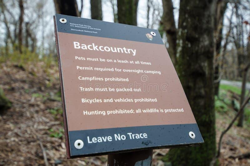Shenandoah, la Virginie - le signe de National Park Service à l'intérieur de parc national de Shenandoah explique les règles de photos libres de droits