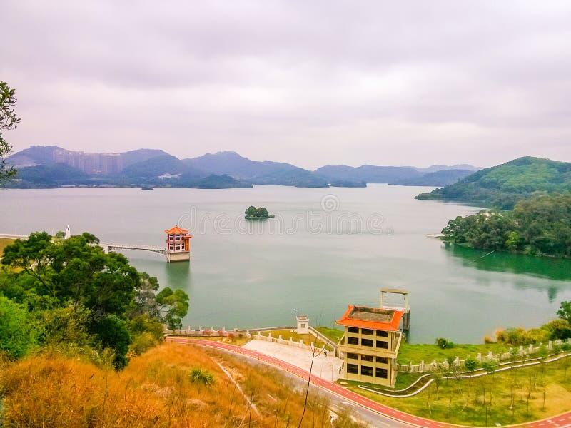 Shenzhen östligt landskap för sjöbehållare royaltyfria bilder